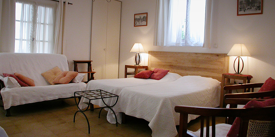 la madeleine in avignon : apartment vacation rental, studio